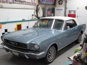 66-Mustang-Conv-Blue-52.JPG